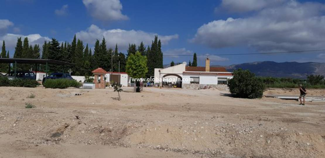 Resale - Country House - Crevillente